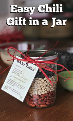 Instructions for 2 different gifts in jars, one sweet, one savory. Chocolate Cookies in a Jar and Easy Chili in a Jar plus printable instruction tags for both! Homemade Dry Mixes, Homemade Gifts, Mason Jar Mixes, Mason Jars, Jar Food Gifts, Soup In A Jar, Pots, Christmas Food Gifts, Christmas Presents