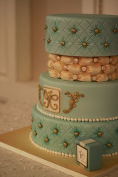 The billowing on this cake is perfect !