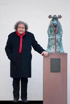 """Achim Frenz kam im Jahr 2000 nach Frankfurt und leitet das Caricatura Museum für Komische Kunst. Er pocht auf die Bedeutung von Satire in politisch angespannten Zeiten. Ihm ist die Folge 211 unserer Serie """"Der rote Faden"""" gewidmet. Jeden Samstag stellen wir hier Menschen vor, die etwas Besonderes für Frankfurt leisten."""