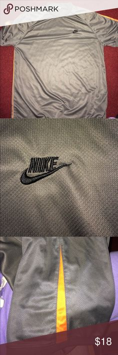 Nike men's short  sleeve Excellent condition like new Nike Shirts Tees - Short Sleeve