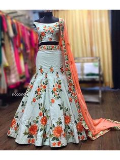 Tips for traditional african fashion 156 Indian Party Wear, Indian Wear, Indian Style, Indian Designer Outfits, Designer Dresses, Designer Lehanga, Indian Dresses, Indian Outfits, African Fashion