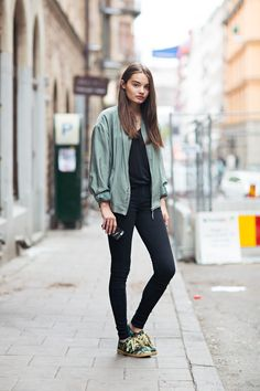 All black + pretty colour jacket - StockholmStreetStyle. www.everydaychic.nl