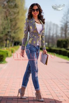 Shopping Mall, African Fashion, Romania, How To Wear, Shopping Center, African Fashion Style, Africa Fashion