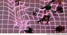 LED interactive installation, mappeo de la pasarela, modelos pasan por encima
