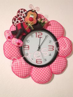 Reloj Bug Crafts, Foam Crafts, Fabric Crafts, Diy And Crafts, Craft Stalls, 3d Craft, Christmas In July, Felt Flowers, Flower Making