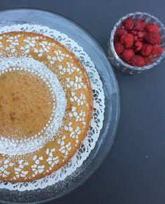 5 minuutin toffeemutakakku Pancakes, Baking, Breakfast, Recipes, Food, Easy Bakes, Morning Coffee, Bakken, Essen