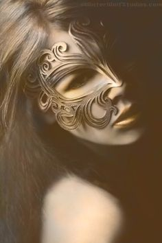 Muse leather cut out mask in gold