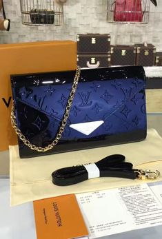 When it comes to versatility, the Louis Vuitton Monogram Vernis Mira has a few advantages compared to any other model. It comes with a beautiful metal chain, which allows you to carry it over the shoulder. But, if you want something else and this style doesn't suit you, there is an adjustable strap included in the package. Thanks to it, you can use the bag as a cross-body bag.  View more LV Monogram Venis bags at http://www.luxtime.su/louis-vuitton-handbags/vernis