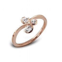 #engagementrings Three stone diamond ring #diamondrings #diamonds #jewellery #goldjewellery #gold #ido #bride #wedding