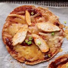 Healthy Recipe: Easy Barbecue Pita Pizza - sounds tasty and fun to make