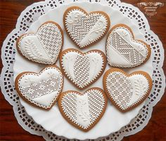 White gingerbread hearts | Cookie Connection Valentines Day Cookies, Christmas Sugar Cookies, Holiday Cookies, Lace Cookies, Heart Cookies, Royal Icing Cookies, Gingerbread Decorations, Gingerbread Cookies, Cupcakes