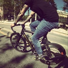 Urban Cycling, Coffee Culture, Fixed Gear, Life Cycles, Madness, Drugs, Tokyo, Crushes, Barcelona