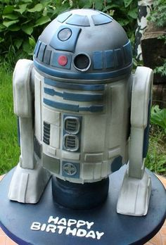 This is one awesome R2D2 cake