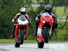 Dueling Ducati's! 'Doesn't get much better than this. Ducati Desmosedici RR vs. 1098R