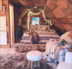 This bedrooooom!! Cabin bedroom, tribal print bed comforter, cute bedroom