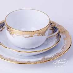Herend fine china Basic Tea Set for 2 Persons – Herend Gold Fish Scale A-ETOR pattern. The Basic Tea Set contains the following porcelain items: 2 pc – Tea Cup – vol 2.6 dl (8 OZ) 1726-2-00 A-ETOR 2 pc – Saucer – diam 14.0 cm (5.5″D) 1726-1-00 A-ETG – Gray 2 pc – Dessert Plate – diam 18.0 cm (7″D) 1516-0-00 A-ETOR Total: 6 …