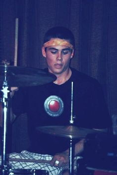 Dylan in the drums Slow Kids At Play Dylan O'brien, Dylan Thomas, Teen Wolf Boys, Teen Wolf Dylan, Teen Wolf Cast, Stiles, Slow Kids At Play, O Daddy, Dylan O Brien Cute