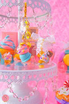 Lavinia fenton cadena dominante del carácter de helado / / joyería, accesorios, dulces, pattiserie, diseño, Linda, oro, menta, bolsa, cerámica, chispitas de HandmadeBoutiqueByLF en Etsy https://www.etsy.com/es/listing/286799941/lavinia-fenton-cadena-dominante-del