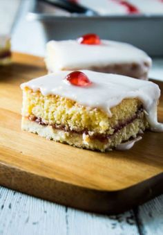Iced Bakewell Tart Tray Bake - Take the classic Bakewell tart recipe and make it into a tray bake! A golden layer of shortcrust pastry filled with an almond cake, strawberry jam, and topped with icing and glacé cherries! Tray Bake Recipes, Tart Recipes, Sweet Recipes, Baking Recipes, Baking Snacks, Baking Cakes, Cherry Bakewell Tart, Bakewell Traybake, Bakewell Cake
