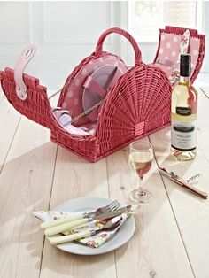 Pink Picnic Hamper (2 person), http://www.very.co.uk/pink-picnic-hamper-2-person/1296936281.prd