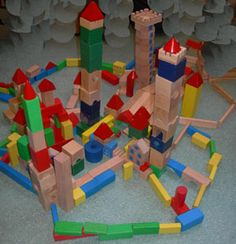 chateaux forts avec des jeux de construction Chateau Fort Moyen Age, Castle Classroom, Royal Theme, Lego Knights, Nursery Activities, Château Fort, Armor Of God, Beginning Of School, Lego Duplo