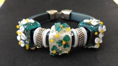 Regaliz Bracelet, Genuine Green Leather with Handmade Lampwork Flower embossed beads with pixie dust Tiny Necklace, Glass Necklace, Handmade Beads, Green Leather, Lampwork Beads, Gifts For Women, Pixie, Glass Beads, Cuff Bracelets