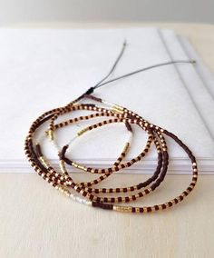 Beaded Wrap Bracelets, Seed Bead Bracelets, Bracelet Sizes, Seed Beads, Beaded Necklace, Healing Bracelets, Bijoux Diy, Minimalist Jewelry, Red Gold