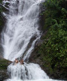 Water fall - Quepos, Puntarenas - Costa Rica #paradiseawaits http://www.discoverybeachouse.com/
