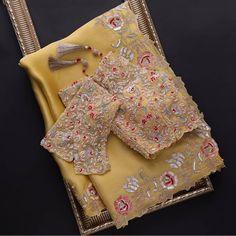 Blouse Back Neck Designs, Blouse Designs, Indian Wedding Wear, Saree Wedding, Wedding Dress, Wedding Lehanga, Organza Saree, Silk Sarees, Indian Sarees
