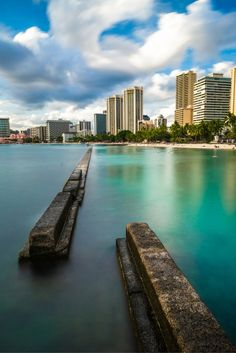 4 BEACHES WITHIN WALKING DISTANCE The best alternatives to the overcrowded Waikiki Beach. All within walking distance!