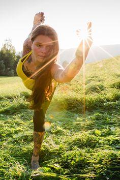 Du suchst nach Inspiration um deine Yogapraxis nach draußen zu verlegen?  Besuch meine Website und erfahre dazu mehr! Outdoor Yoga, Hatha Yoga, Healthy Lifestyle, Nature, Inspiration, Biblical Inspiration, Naturaleza, Healthy Living, Nature Illustration