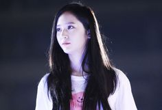 F(x) Krystal Faints on Stage During Performance in China