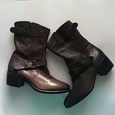 """BEAUTIFUL UGG Collection/ SHEARLING INSOLES Wear these camping to keep the critters away. 100% AUTHENTIC SZ 7 1/2  Leather uppers. Layer of shearing wool  at the bed of your feet.  Side buckles.  2"""" inch heels. ZERO WEAR ON THE HEELS  ZERO WEAR ON THE BOTTOMS UGG Shoes Heeled Boots"""