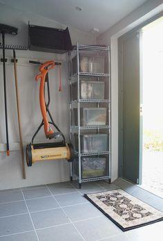 Kolla in vårt förråd! Diy Storage Shed, Wood Storage, Garage Storage, Garage Shop, Diy Garage, Kirkland House, Garage Atelier, Getting Organized At Home, Garage Organization