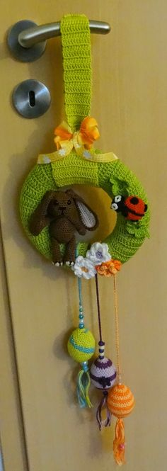 Fannysbuntewelt: Crocheted Easter - door wreath Source by Crochet Home, Love Crochet, Crochet For Kids, Crochet Baby, Easter Crochet Patterns, Crochet Patterns Amigurumi, Crochet Wreath, Crochet Mobile, Easter Wreaths