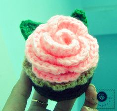 Learn to crochet a cupcake as a little container and a pincushion in this free crochet pattern post. Written pattern in US crochet terms. Learn To Crochet, Easy Crochet, Crochet Toys, Knit Crochet, Crochet Things, Crochet Pincushion, Crochet Cupcake, Free Crochet Rose Pattern, Crochet Patterns