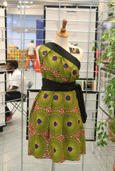 African print dresses? From ankara Dutch wax, Kente, to Kitenge and Dashiki. All your favorite styles in one place (+find out where to get them). Click to see all! Ankara, Dutch wax, Kente, Kitenge, Dashiki, African print dress, African fashion, African women dresses, African prints, Nigerian style, Ghanaian fashion, Senegal fashion, Kenya fashion, Nigerian fashion #fashion #ankara #kente Nigerian Fashion, Latest African Fashion Dresses, Ghanaian Fashion, African Dresses For Women, African Print Dresses, African Print Fashion, African Attire, African Wear, African Prints