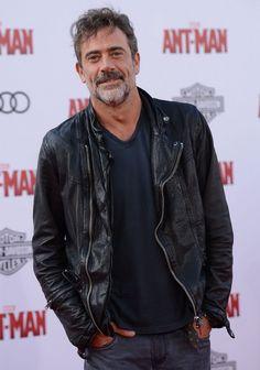 Jeffrey Dean Morgan has been cast as Negan on The Walking Dead after weeks of spoilers, plot teasing, and rumors.