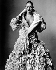 Gemma Ward wearing Nicolas Ghesquiere for Balenciaga photographed by Irving Penn for Vogue US March 2006 via fashioned by love Irving Penn, Gemma Ward, Balenciaga, Knit Fashion, Fashion Art, Fashion Design, Fashion Shoes, Fashion Ideas, Knitwear Fashion