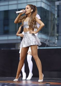 "celebrityhunnies: ""ariana grande "" I ❤️ her cute mini dress and high heels, she has beautiful legs💋💋💋 Ariana Grande Tights, Ariana Grande Legs, Dangerous Woman Tour, Girls In Mini Skirts, Teen Mini Skirt, Famous Singers, Beautiful Celebrities, Sexy Legs, My Idol"