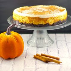 Skinny Pumpkin Cheesecake –A light and delicious cheesecake made with pumpkin and a chocolatey oreo cookie crust. This skinny pumpkin cheesecake makes a great Thanksgiving dessert idea and is the perfect pumpkin pie alternative! Pumpkin Cheesecake Recipes, Pumpkin Recipes, Dessert Recipes, Dessert Food, Unique Thanksgiving Desserts, Thanksgiving Feast, Thanksgiving Recipes, Holiday Desserts, Fall Recipes