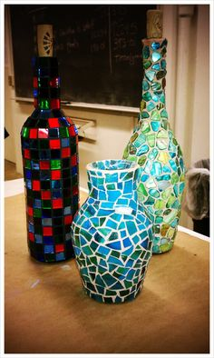 mosaic bottles - Google Search Crafts With Glass Jars, Recycled Glass Bottles, Glass Bottle Crafts, Wine Bottle Art, Lighted Wine Bottles, Mosaic Crafts, Mosaic Art, Mosaic Glass, Glass Art