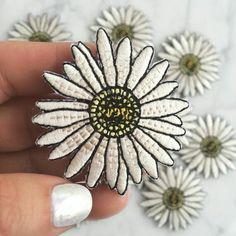 Daisy Patch Iron On Embroidered Applique от WildflowerandCompany Daisy Patches, Cute Patches, Pin And Patches, Iron On Patches, Patched Jeans, Denim Jacket Patches, Patch Jean Jacket, Embroidery Patches, Embroidered Patch