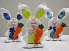 Coelhinhos fofos para alegrar sua Páscoa!   Eles param em pé sozinhos, e podem ser feitos de várias cores.   São um charme, não são???     ...