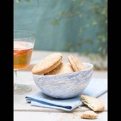 Sablés bretons aux algues Brookies, French Pastries, Tea Cakes, Seafood Recipes, Serving Bowls, Decorative Bowls, Baking, Tableware, Kitchen