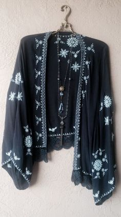 Free people Grey Gypsy cape sleeve boho embroidered kimono