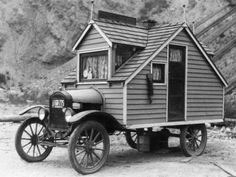 vintage camper, mobile house,tiny house on wheels Vintage Campers, Camping Vintage, Vintage Trailers, Vintage Motorhome, Vintage Rv, Caravan Vintage, Classic Trailers, Vintage Caravans, Vintage Trucks