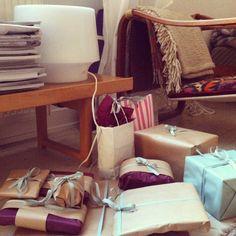 i år ble jula Burgunder, mint og natur. New wrapping! #jul #gaver #innpakking #decoration #muuto #scandinavian design #bruksbo, Oslo