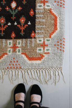 Varpunen: Tuvan matto.   That rug