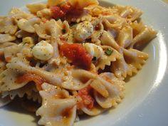 Ce soir, je vous propose une recette de #pâtes_tomates_bocconcinis arrosé de vin blanc. ;-)
